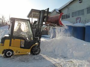 雪かきフォークリフト.JPG
